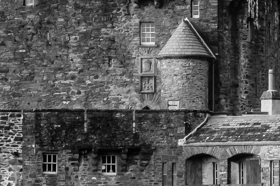 Eilean Donan Castle 2 Zoomed in to 100%